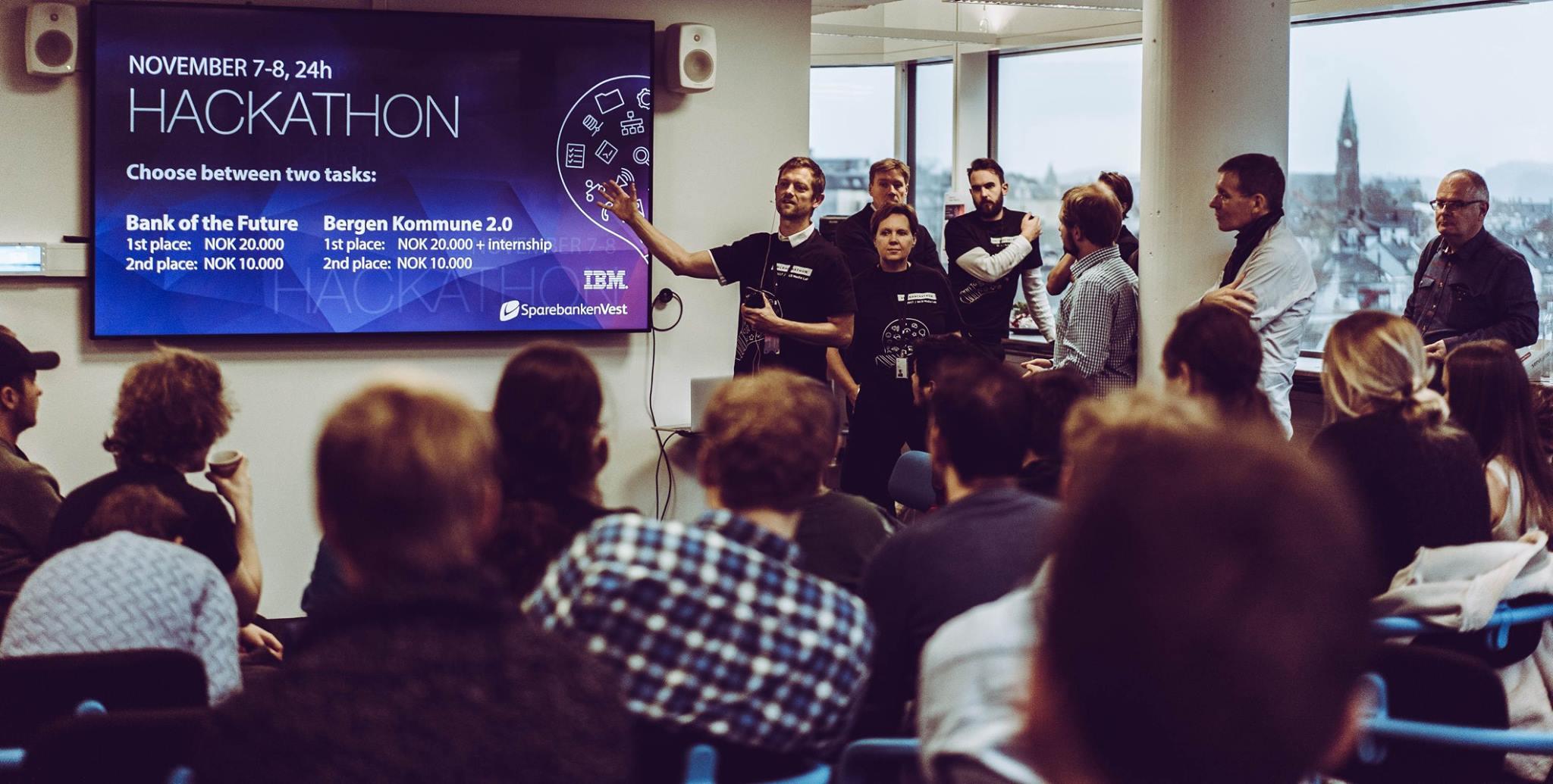 Rune fra NCE Media åpner Hackathon. Foto: GunFilm