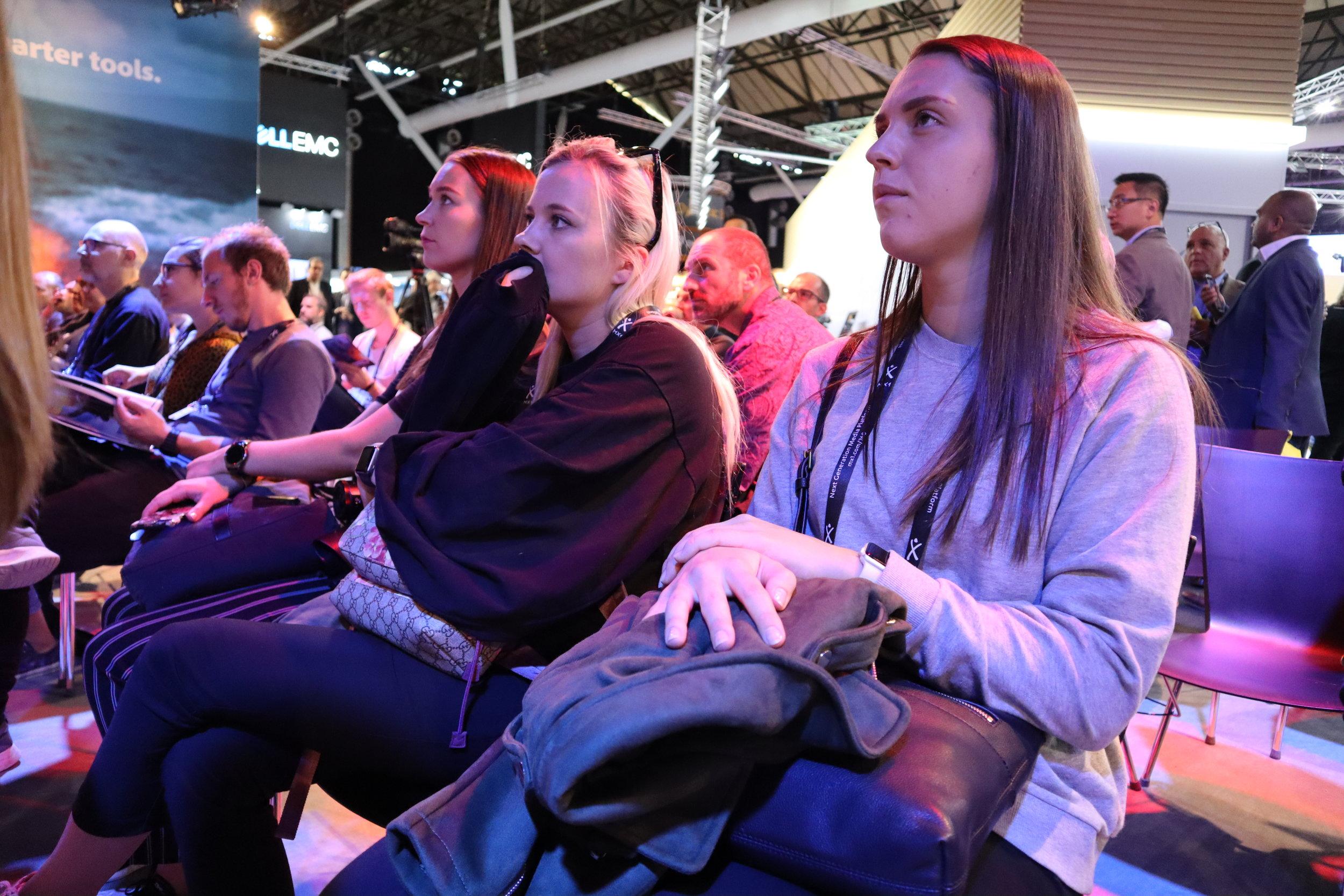 Malin, Oda og Ingvild på et av foredragene til Adobe. Foto: Marthe Karin Sanden Skauge