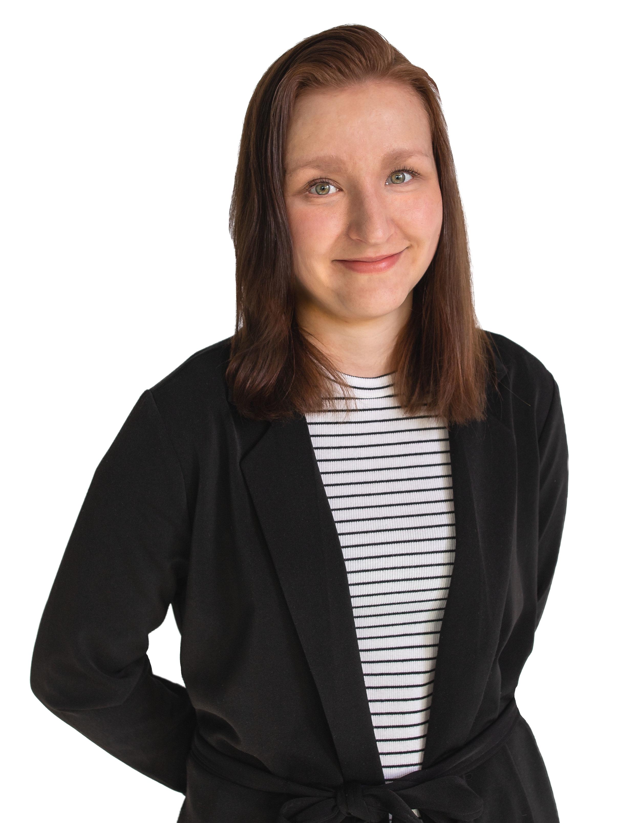Jenni Laitinen ,  sisustusarkkitehti ja muotoilija   040 733 2341  jenni@m2media.fi