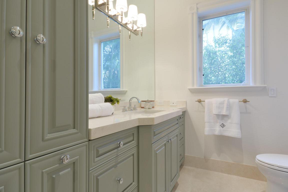 bathroom pic 4.jpg