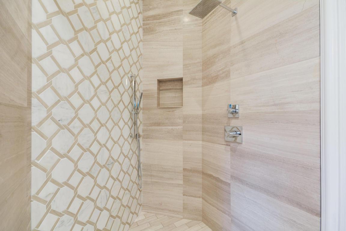 bathroom pic 5.jpg