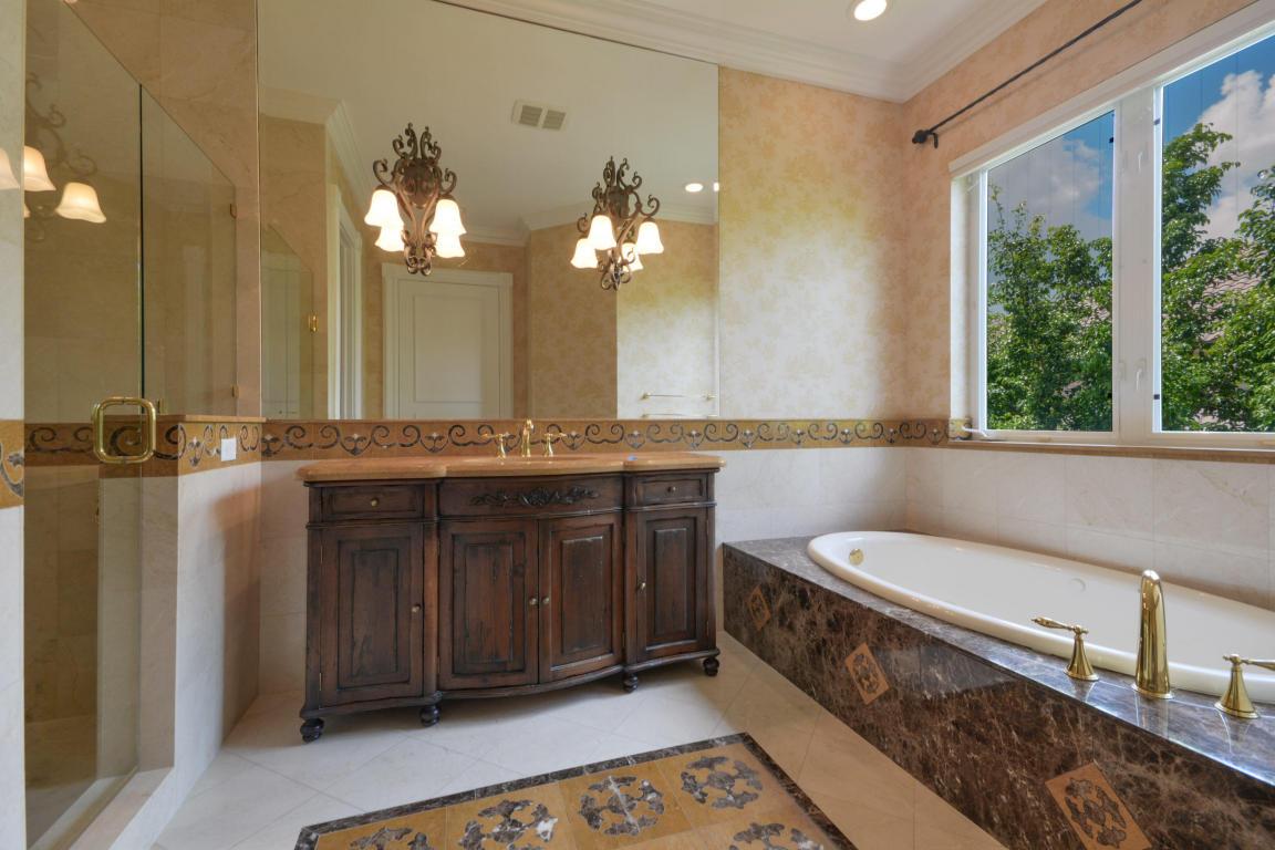bathroom pic 6.jpg