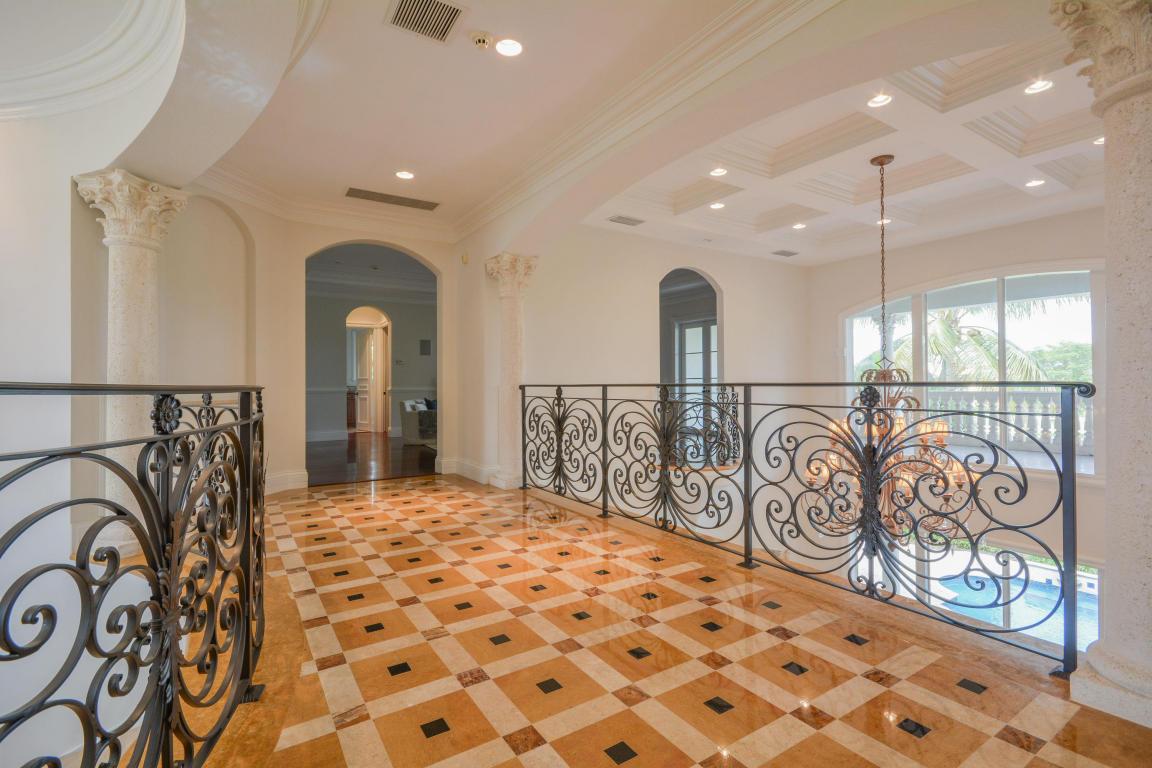 hallway pic 2 with railings.jpg