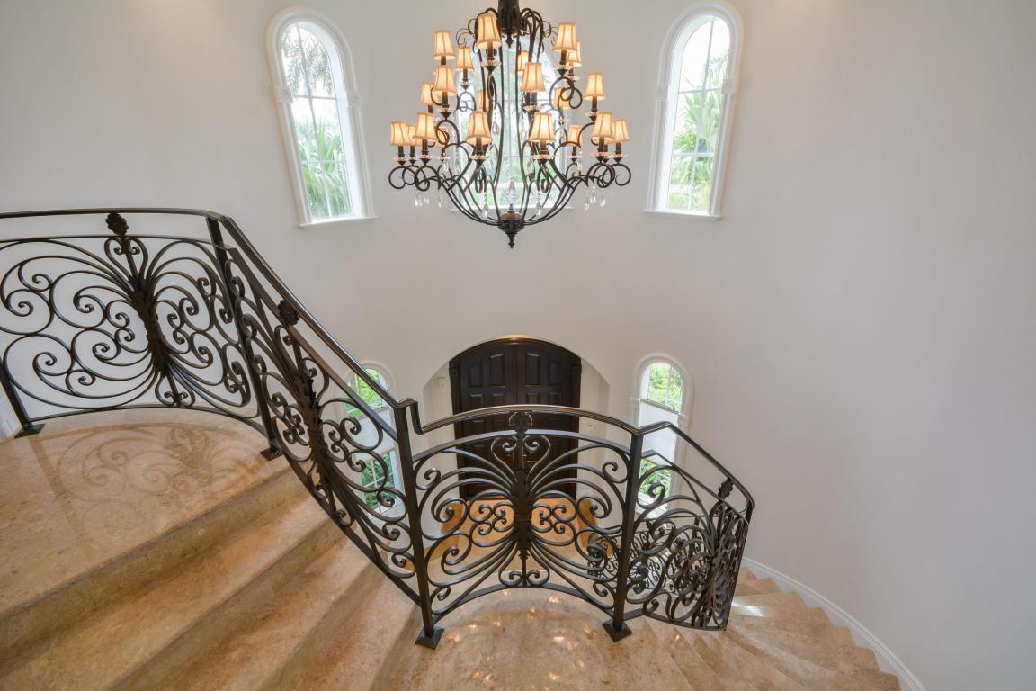 staircase pic 2.jpg