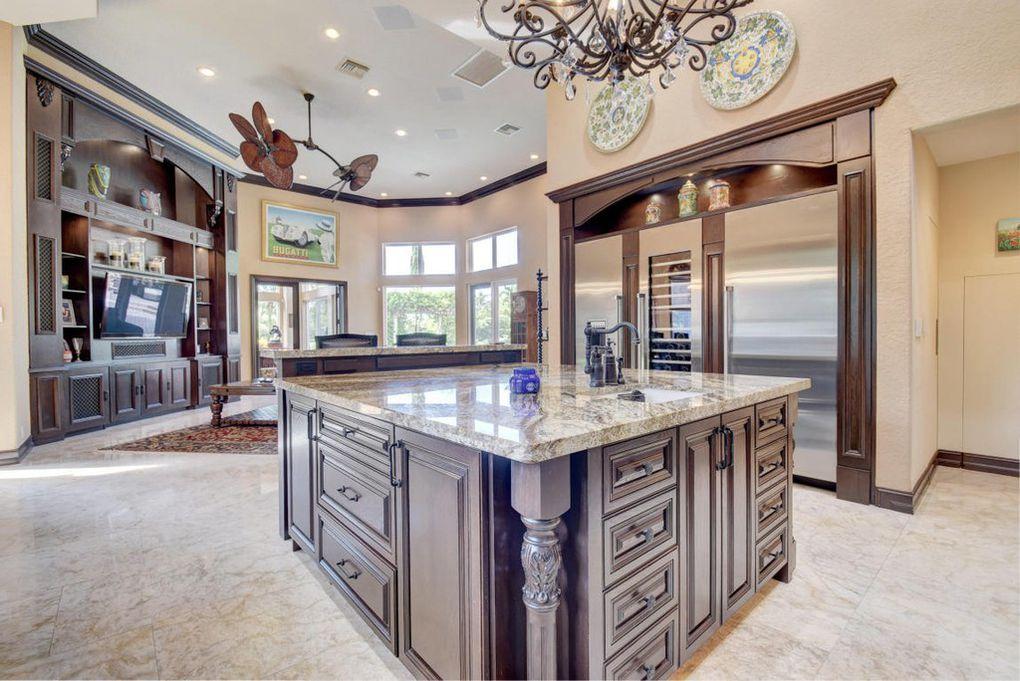 kitchen family room.jpg