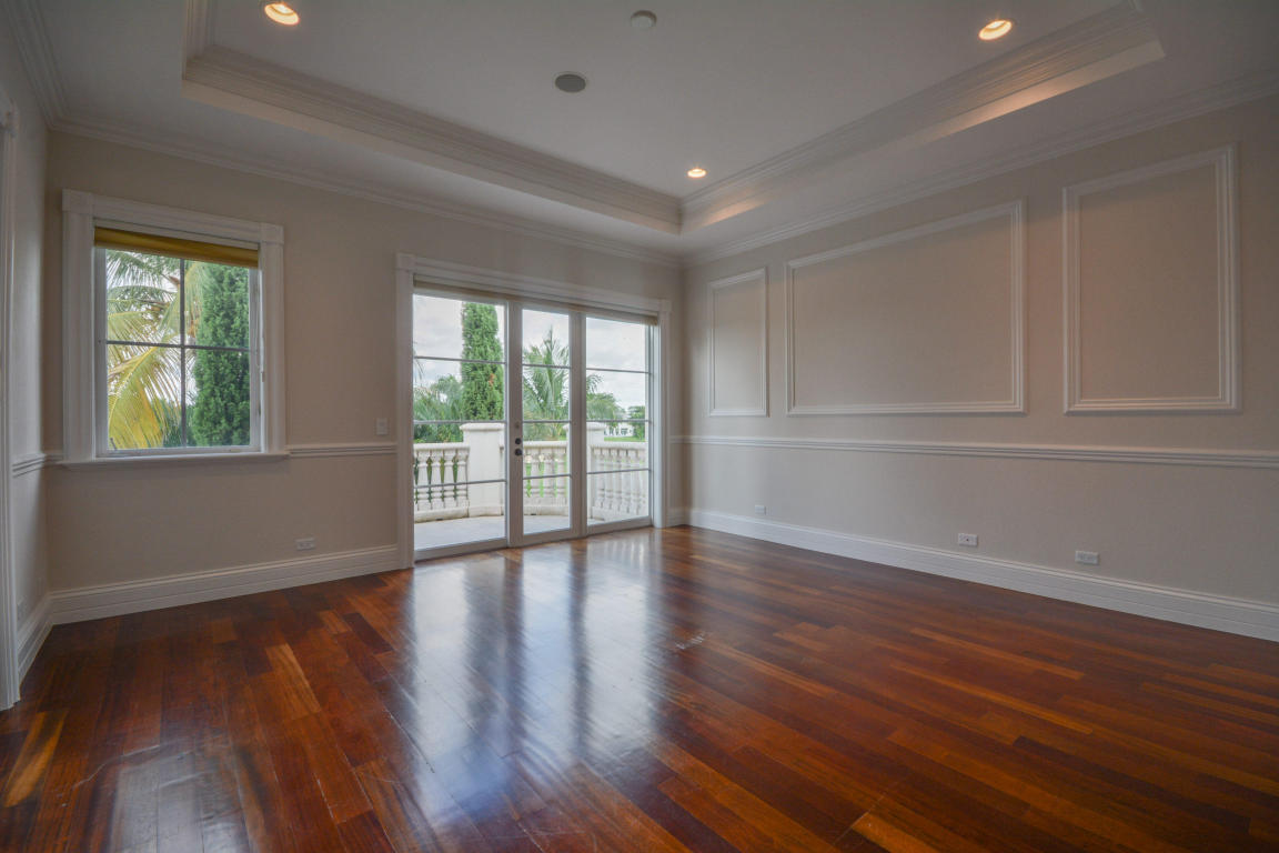 custom trim and flooring pic 2.jpg