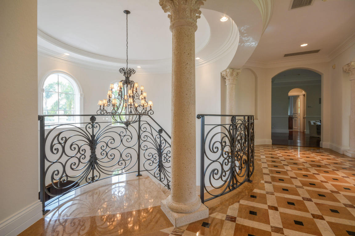 hallway pic 1 with railing.jpg