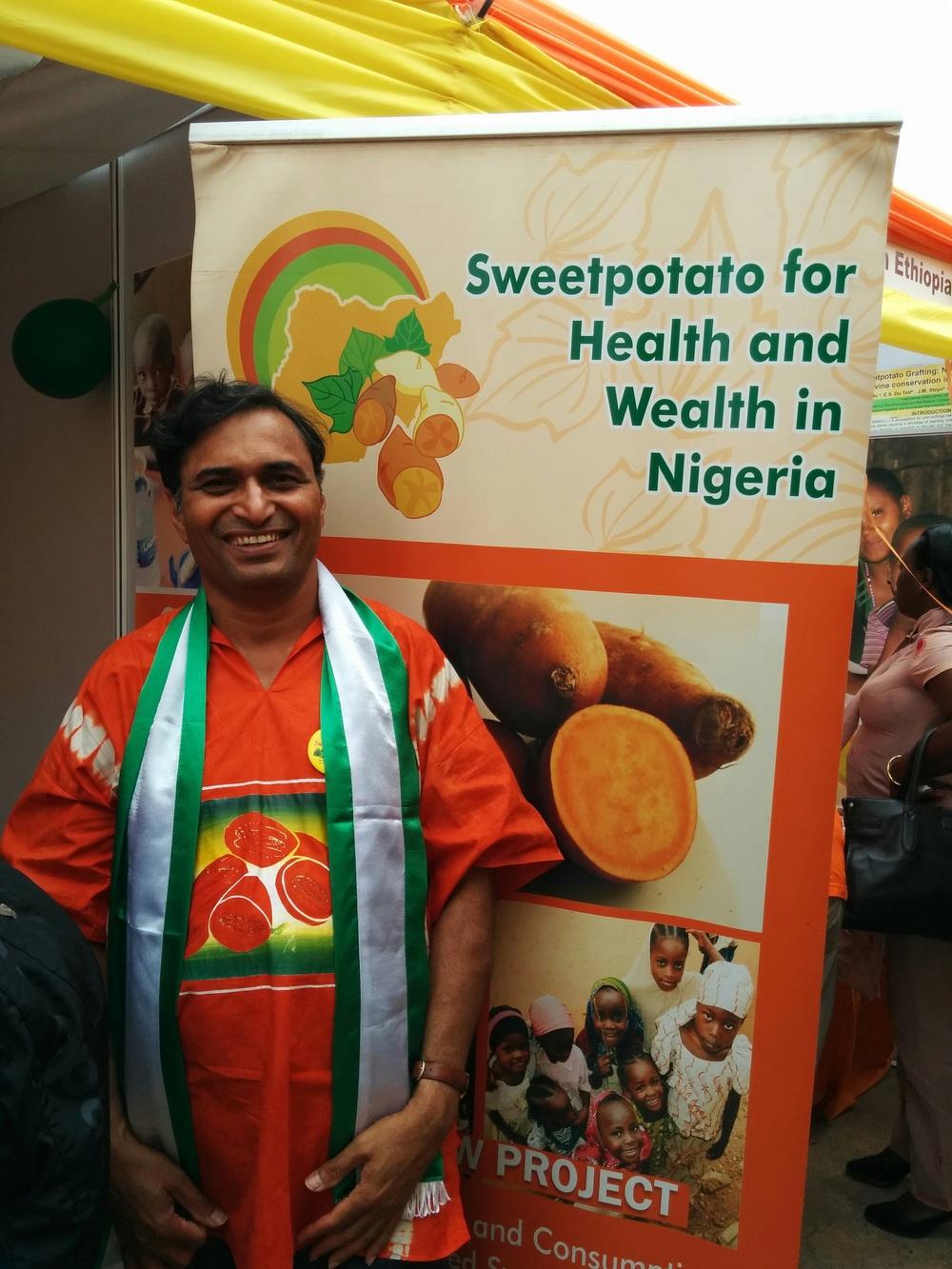 Dr. Mallubhotla celebrating Nigeria's Independence Day & Promoting Orange-fleshed Sweetpotato in Kigali's SPHI Exhibition