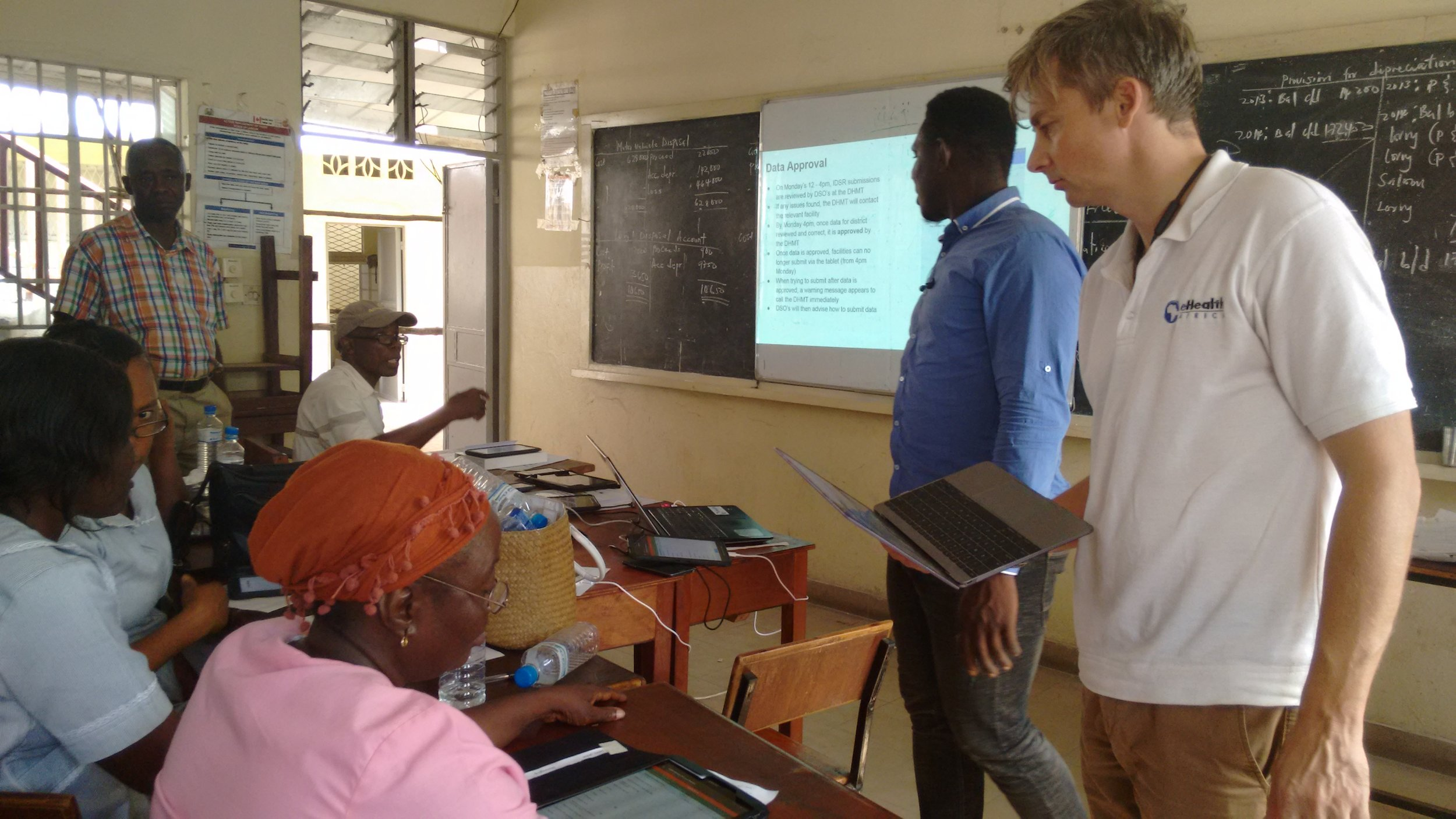 Training health care workers on the new features in the eIDSR app in Freetown, Sierra Leone
