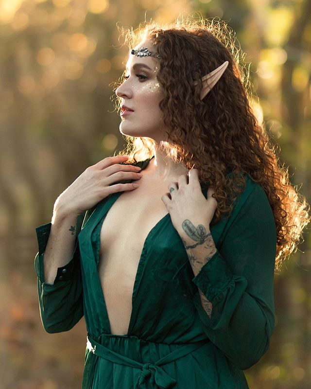 It is the perfect time of year to capture these gorgeous golden tones. DM or email to schedule your own magical photoshoot! This day was spent with such an excellent group of artists, I'm ready for round two!  Model | @msvivianbeck  Photographer | @silverwinteroak  MUA | @katie.thierrien.makeup