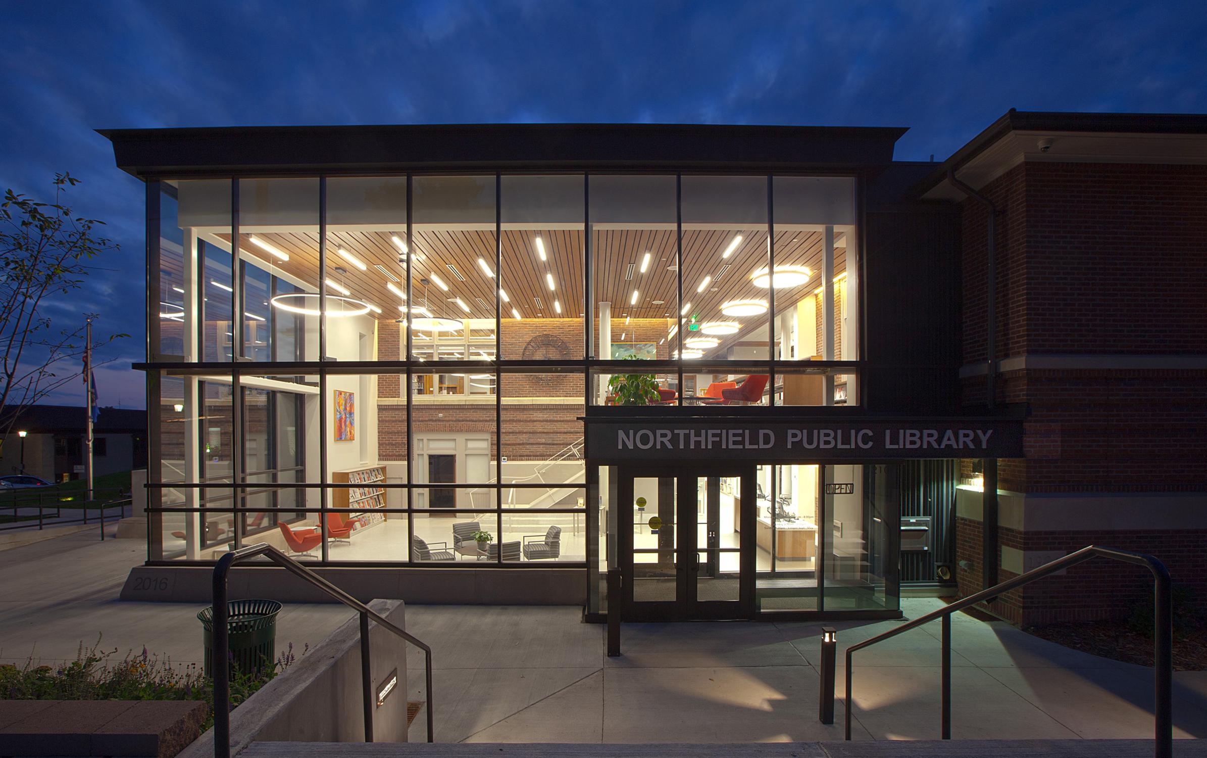 roehrschmitt architecture_northfield public library_exteriorevening.jpg