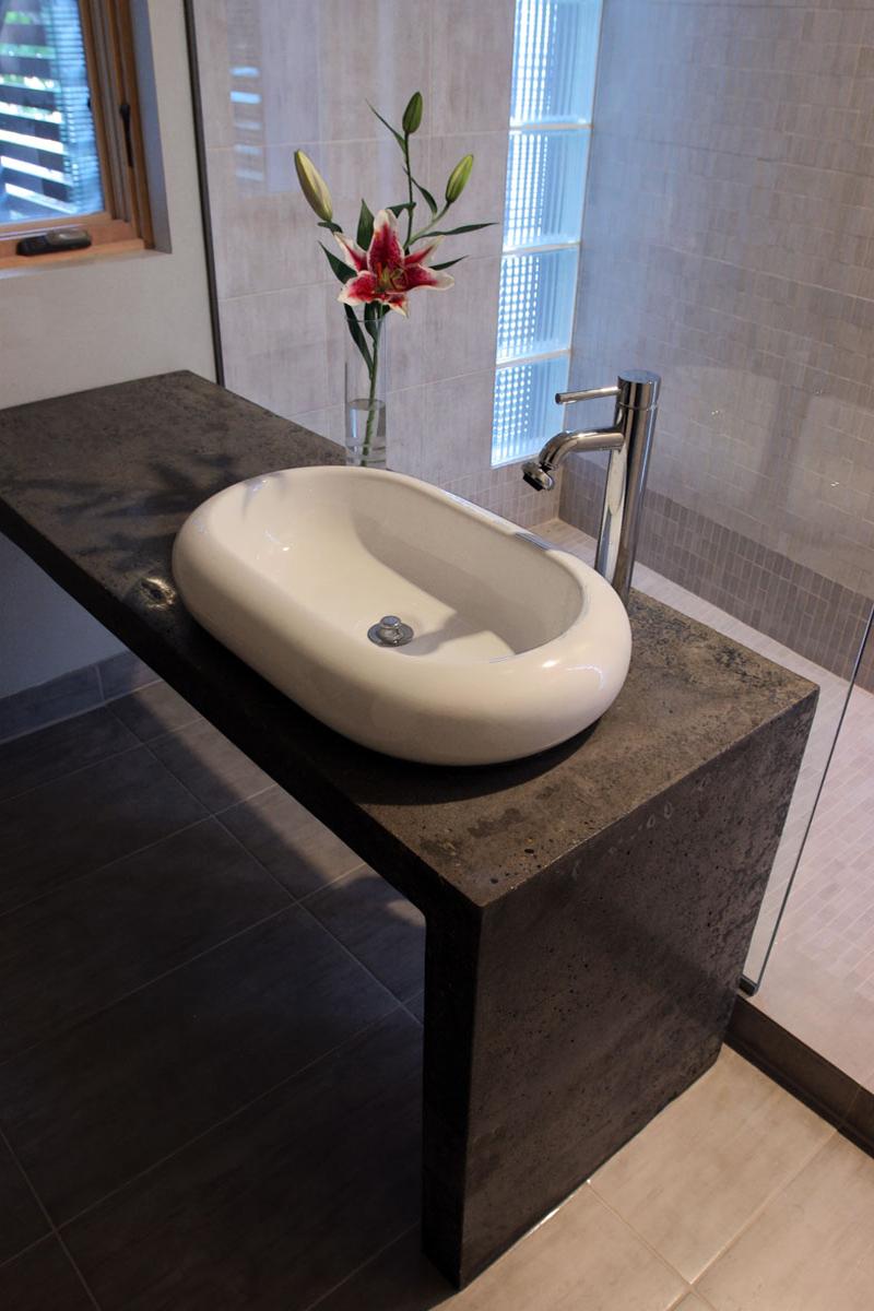 Juliet-House_Interior_downstairs_bath.jpg