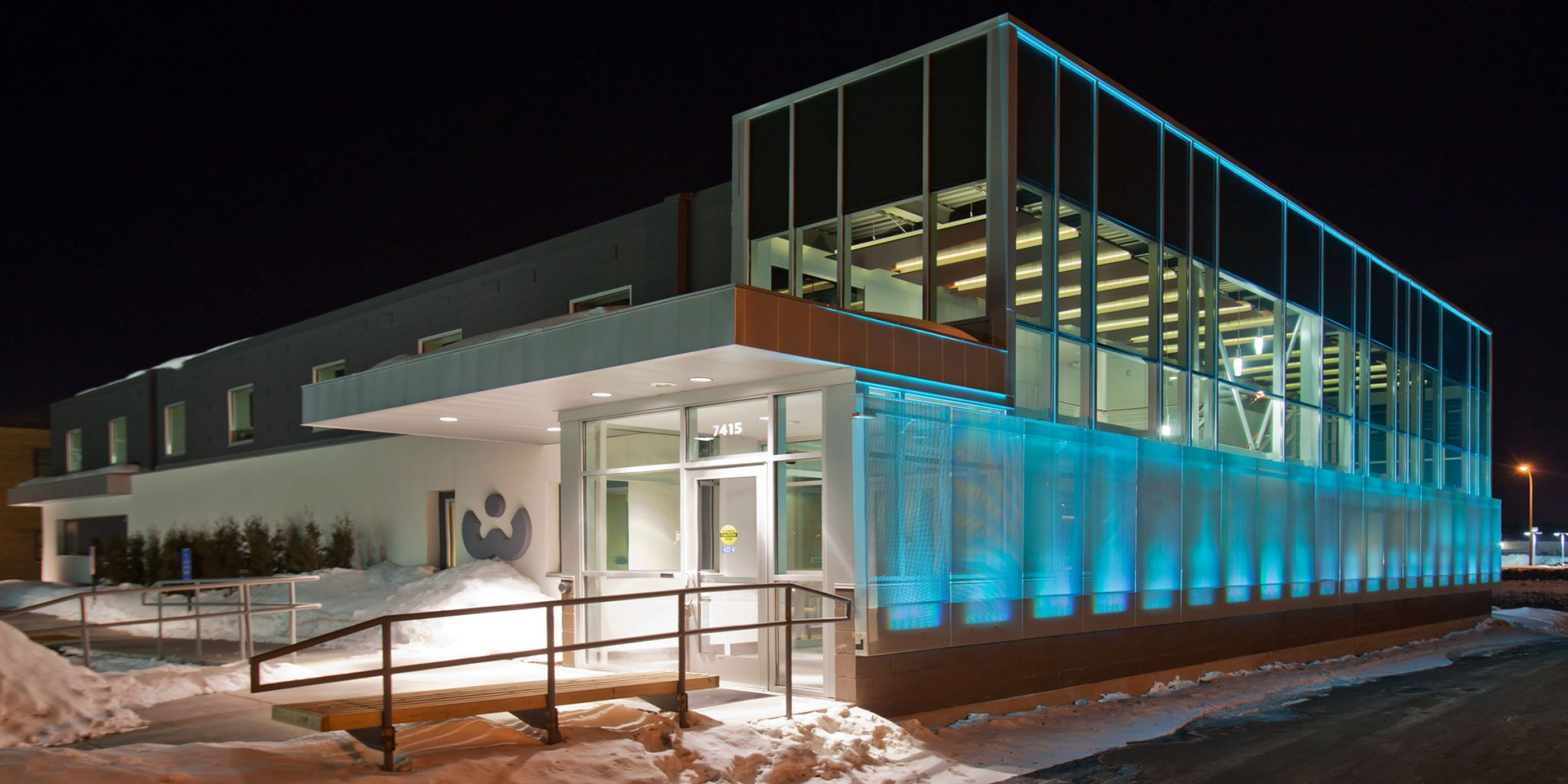 roehrschmitt_architecture_medical_whiting-clinic_exterior_east_hero.jpg