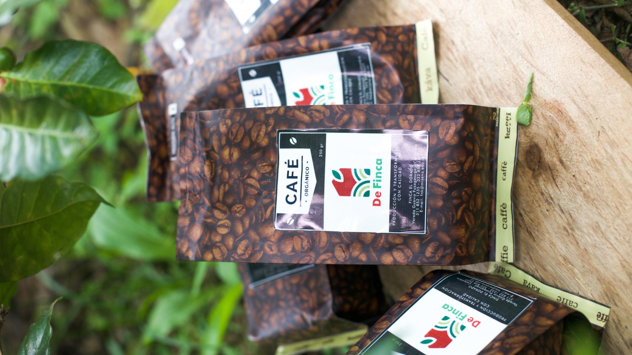 De Finca's coffee packaging.  Photo credit: Silvia Buitrago Guzmán. Edits: Rubez Chong