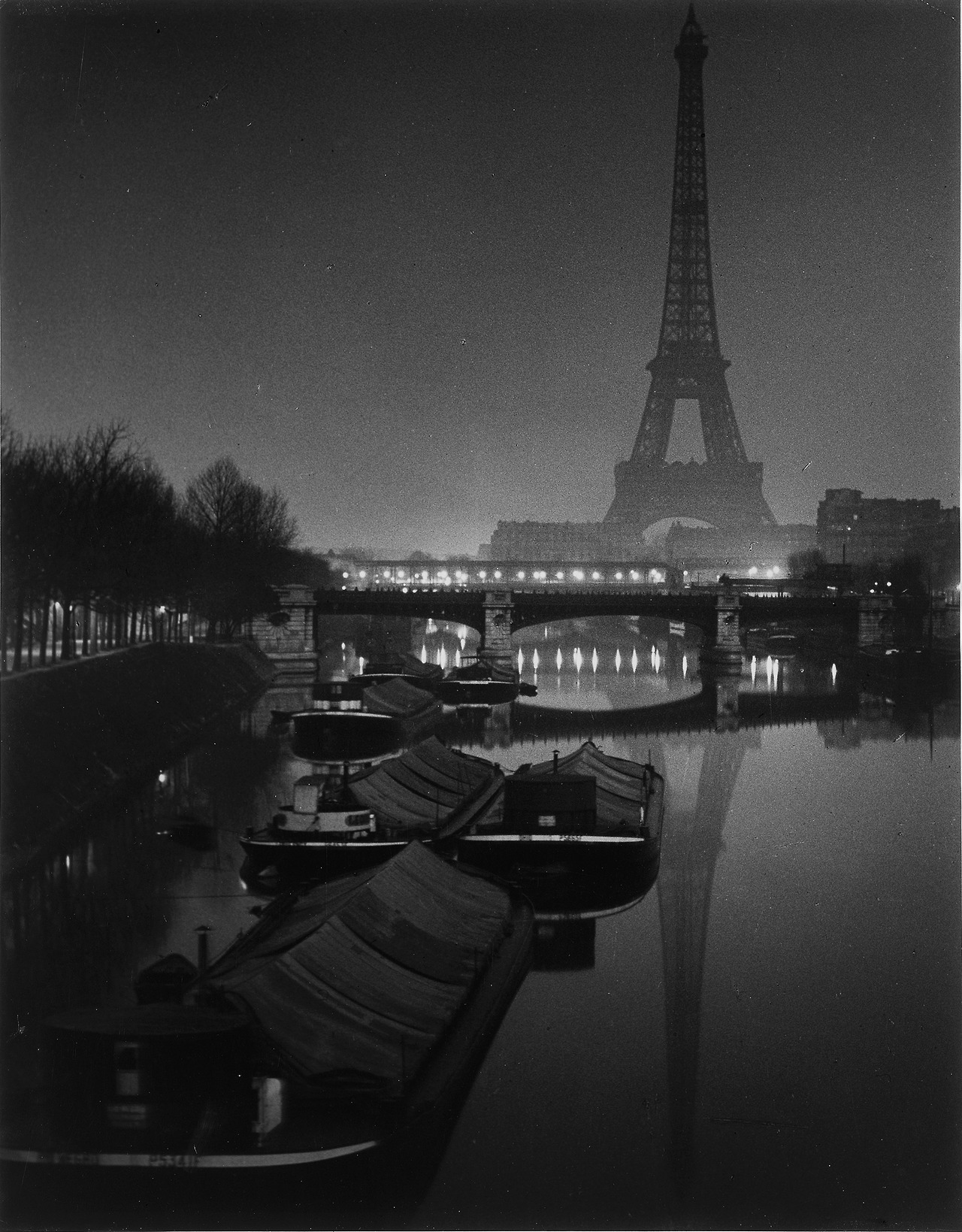The-Eiffel-Tower-at-Twilight-1932.jpg