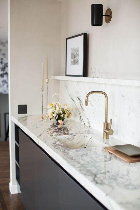 quartz-slab-countertop-backsplash