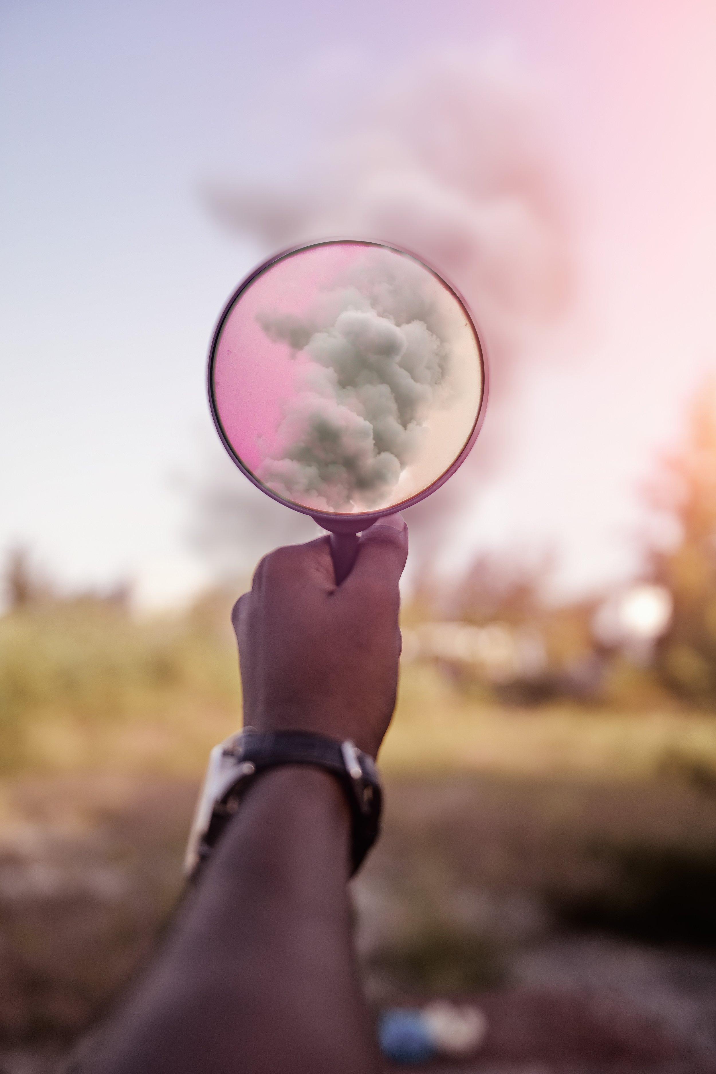 Os cinco sentidos  concretos  captam apenas uma parte das informações disponíveis no mundo.   Foto de  Ahmed Saffu
