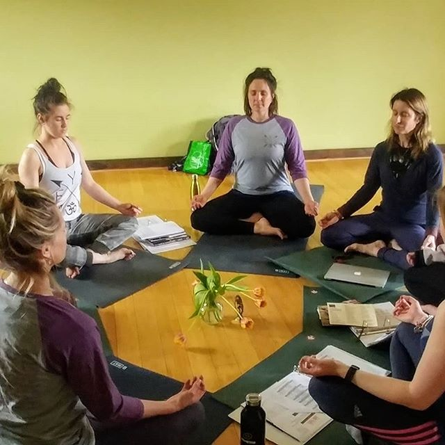 Step into something wonderful, an experience that will change your life and guide you to being  a positive force in this world.  Dream of a vision of yourself and create it through Yoga Teacher Training. We offer three streams for 200-hour Teacher Training starting April 5th: a weekend program, two 10-day programs or a 21-day Intensive.  Link is in the bio🎇  #yogateachertraining #yogaintensive #200houryogateachertraining #ferniebc #lovefernie #guru #yogateacher #yogafam