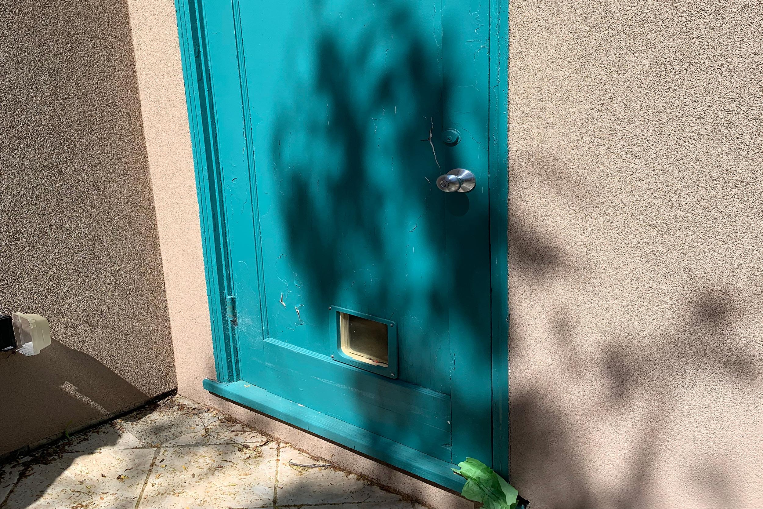 727Curtis_outsidedoor.jpg