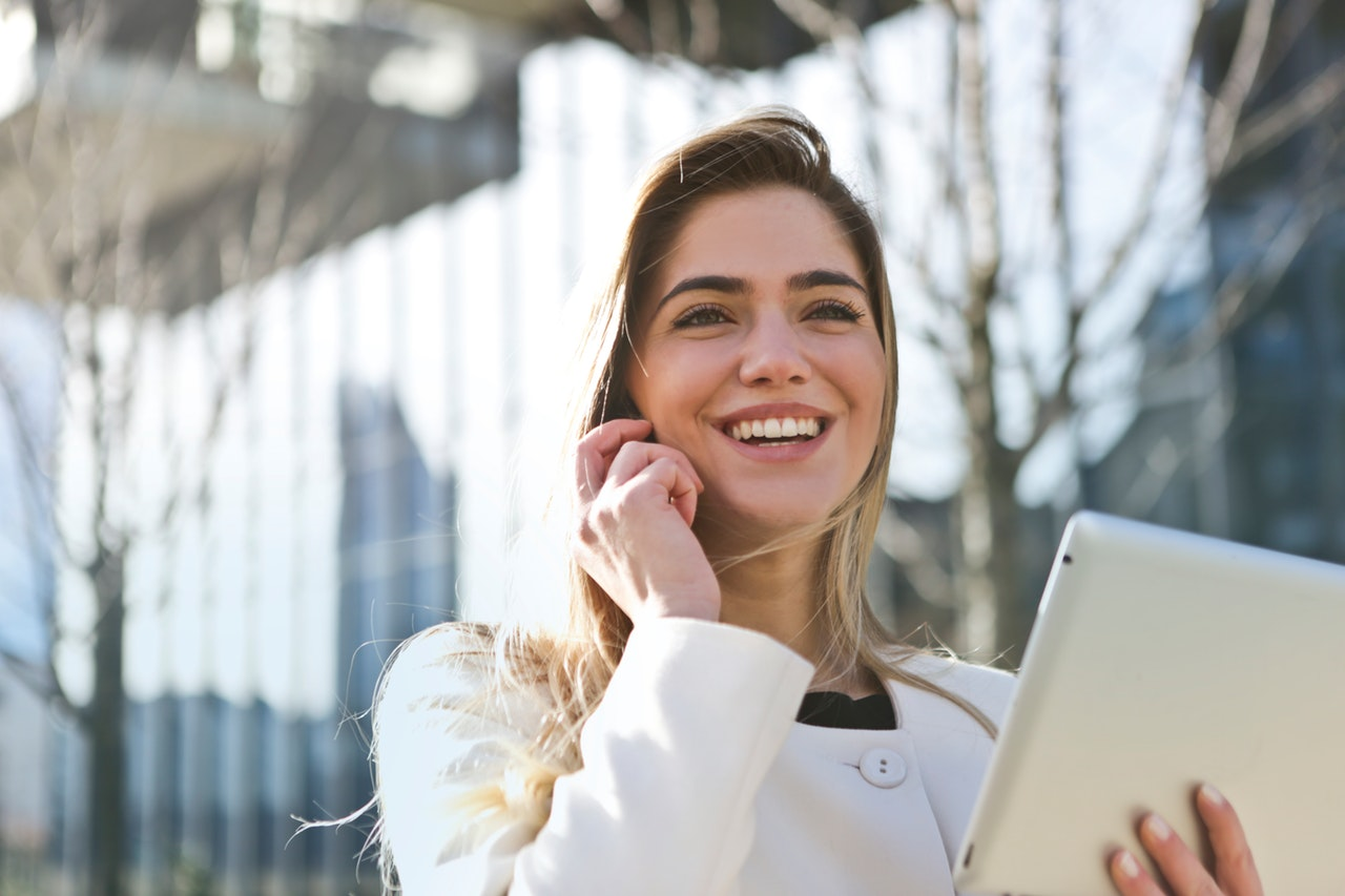 businesswoman-career-communication-789822.jpg