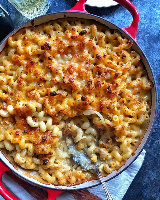 Baby got mac. (Never not a good time to inhale an entire dish of mac and cheese, especially when it's made with caramelized apples and onions!) #macandcheese #cheese #pasta #feedfeed #huffposttaste #f52grams #realsimple #imsomartha #lovefood #noodleworship