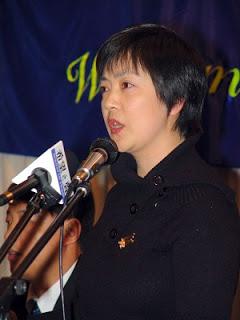 Jennifer Zeng Speaks at a Public Forum in Melbourne in 2005.