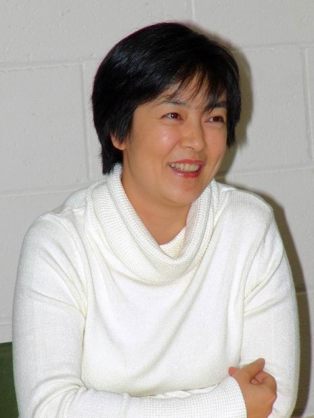2005年3月25日, 曾錚在墨爾本《靜水流深》新書發佈會上。(圖片來源:大紀元)