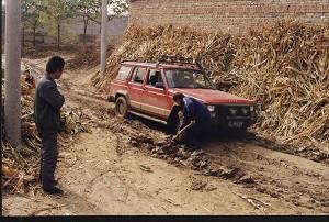 楊軍2000年回到老家安國縣張鄉村時,家鄉貧窮依舊。
