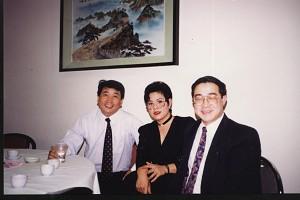 與相聲演員姜昆與女中音歌唱家哈素沛合影