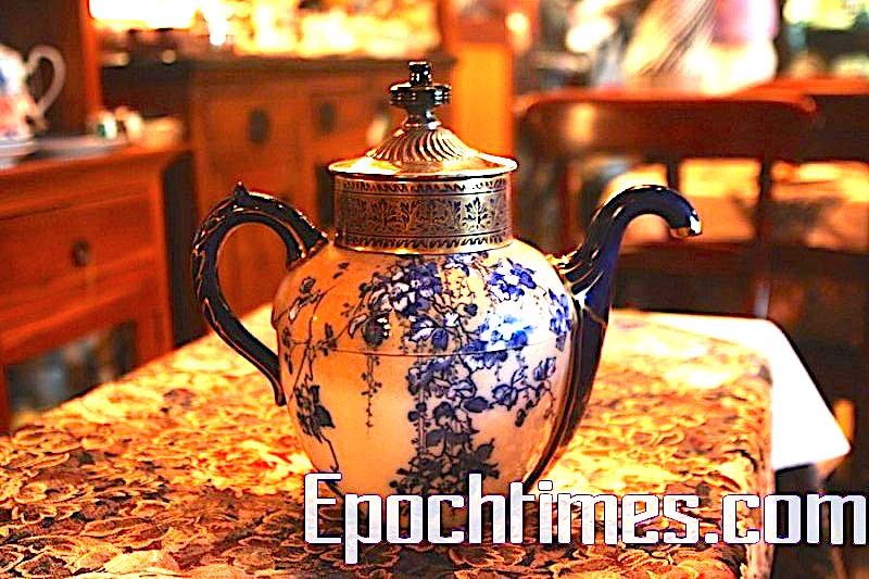 1880年代,世界上第一批為只有一隻手的殘疾人特製的茶壺