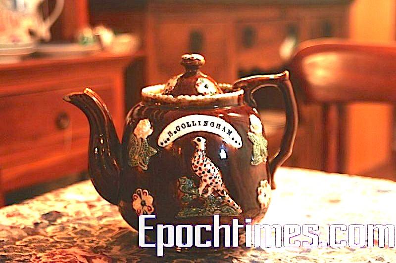 博物館級別的藏品,產於1890年,是一名商人送給他的客戶彌爾絲太太的聖誕禮物,因印有彌爾絲太太名字而成為世界獨一份。此種茶壺保留下來的非常少。