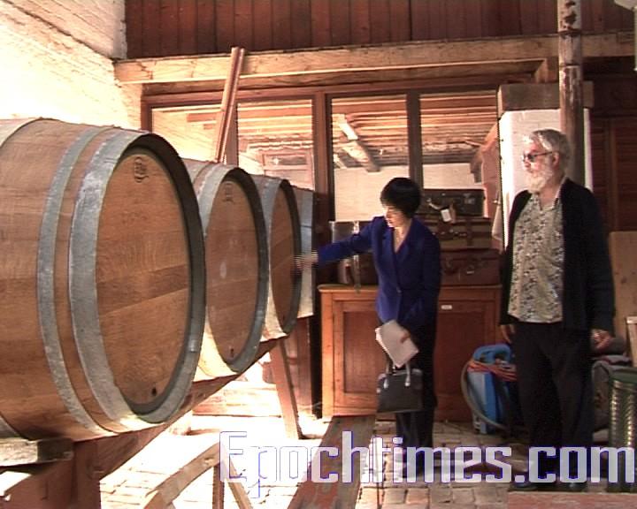 古老的工藝和現代工藝的區別在於發酵的過程,原來的工藝是,當啤酒發酵到一半時,把它裝到大木桶,放入地窖中,存放68週,使酵母充分發酵。