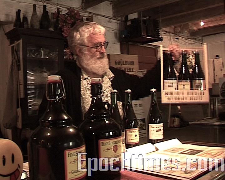 奧哈羅朗在介紹Goulburn啤酒廠用傳統方法釀造的啤酒,並且強調他們的啤酒叫ale, 不是beer。