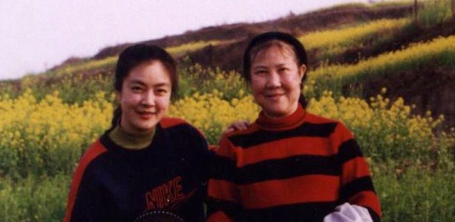 Jennifer Zeng (L) with her mother (R) (©Facebook |  Jennifer Zeng )