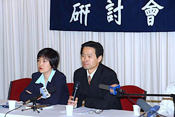 曾錚2004年12月18日在墨爾本「《九評共產黨〉研討會」上。