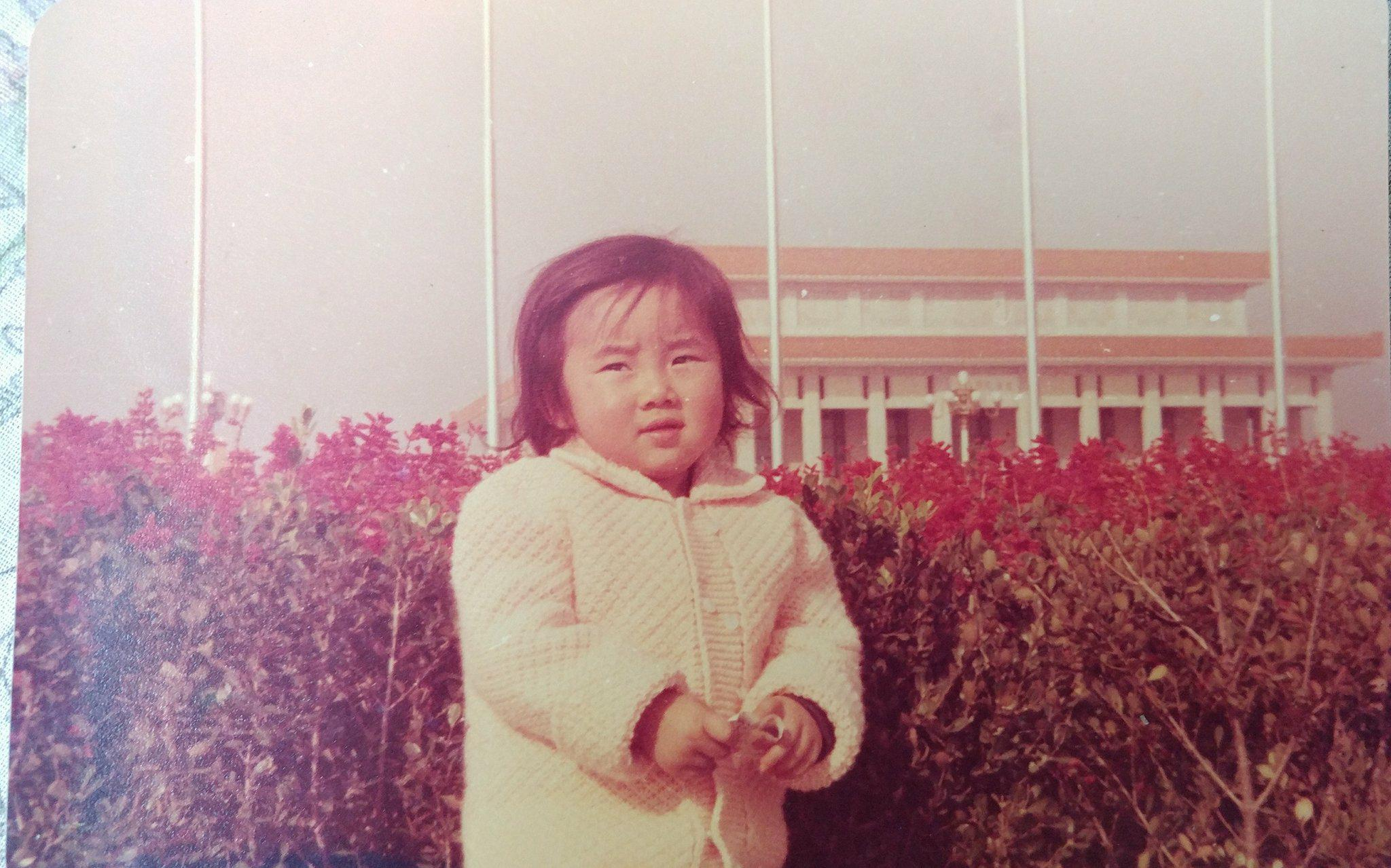 A friend was similarly unhappy when taking a picture in front of the The Chairman Mao Memorial Hall at the Tiananmen Square. 一位朋友小時候在天安門的「「毛主席紀念館」前照相時,也是一臉的痛苦樣。(Photo credit 圖片來源: Janet San )