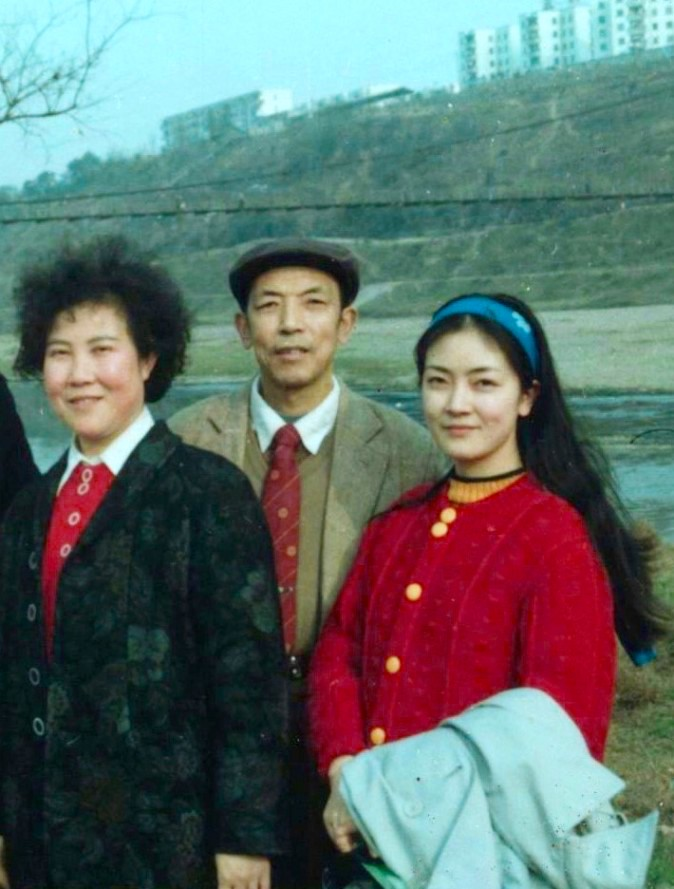 This photo taken in 1989 was the last one of Jennifer with both her parents. The hanging bridge in the background leads to Jennifer's high school, Mianyang Nanshan High School. (Provided by Jennifer Zeng)