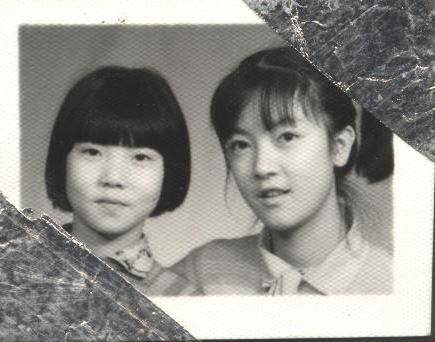 My sister and I when we lived with our father in Mianyang, and when my youngest sister and my mother remained in Hanwang. 高中三年期間,我與大妹妹跟著父親在綿陽過活,小妹妹與母親且仍舊被迫留在漢旺鎮。
