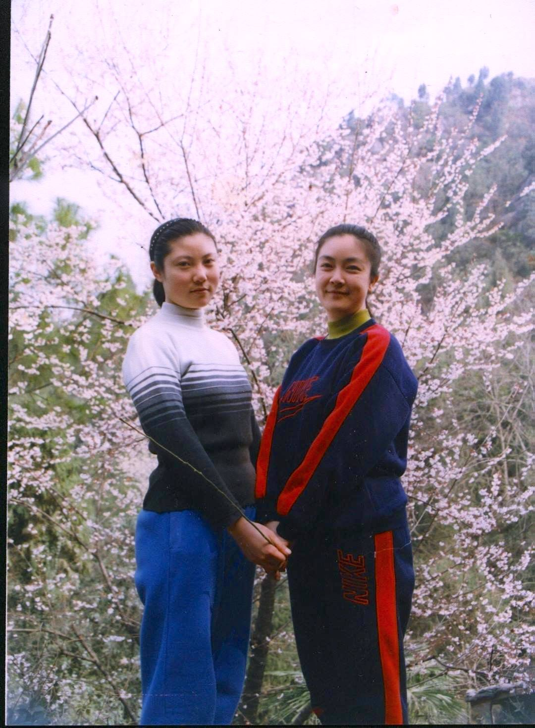 My sister and I in Mianyang in 1998, one year before the persecution of Falun Gong started. 我與大妹妹1998年,即鎮壓法輪功之前一年,攝於四川綿陽。