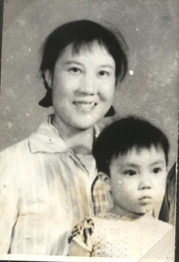 Jennifer and her mother when Jennifer was two-year-old. (courtesy Jennifer Zeng)