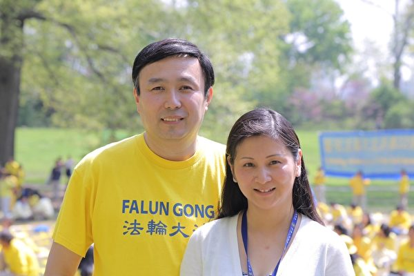 Yiming Li's parents at a Falun Gong event in New York.