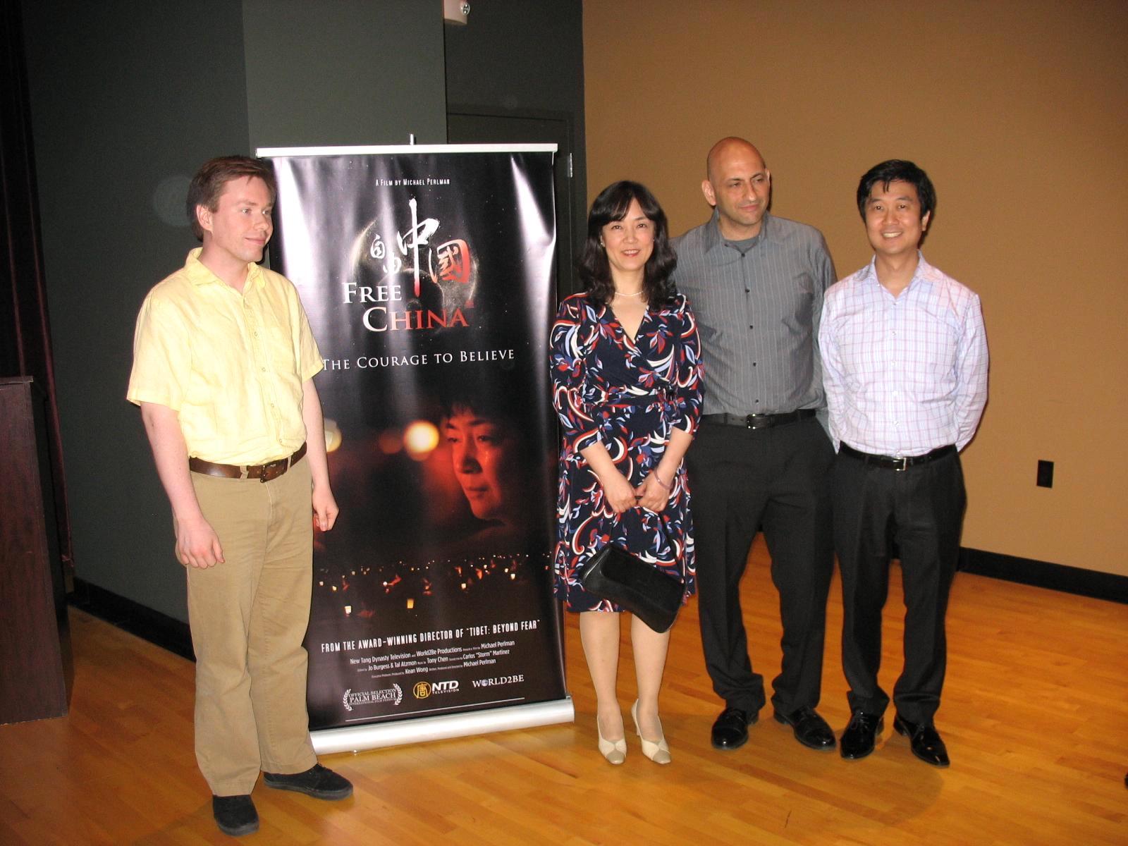 左起:《自由中國》剪輯Jo,片中主人公之一曾錚、導演Michael Perlman、製片人Kean Wong 2012年4月14日攝於棕櫚灘國際電影節(攝影:艾莉/大紀元)