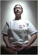 為了她的信仰而被監禁,並被強迫為跨國公司做玩具…曾錚在悉尼煉功(圖片/安德魯.泰勒(Andrew Taylor))