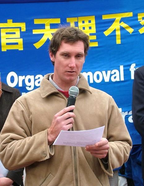 反對強迫摘取器官醫生協會在新聞會上發言(Doctors Against Forced Organ Harvesting)的醫生魯克.休斯(攝影:大紀元/駱亞)