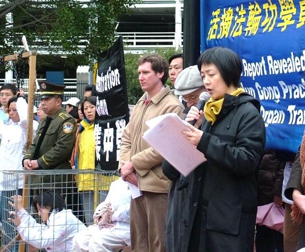 曾經被關押勞教所的法輪功學員曾錚在新聞會上發言(攝影:大紀元/駱亞)