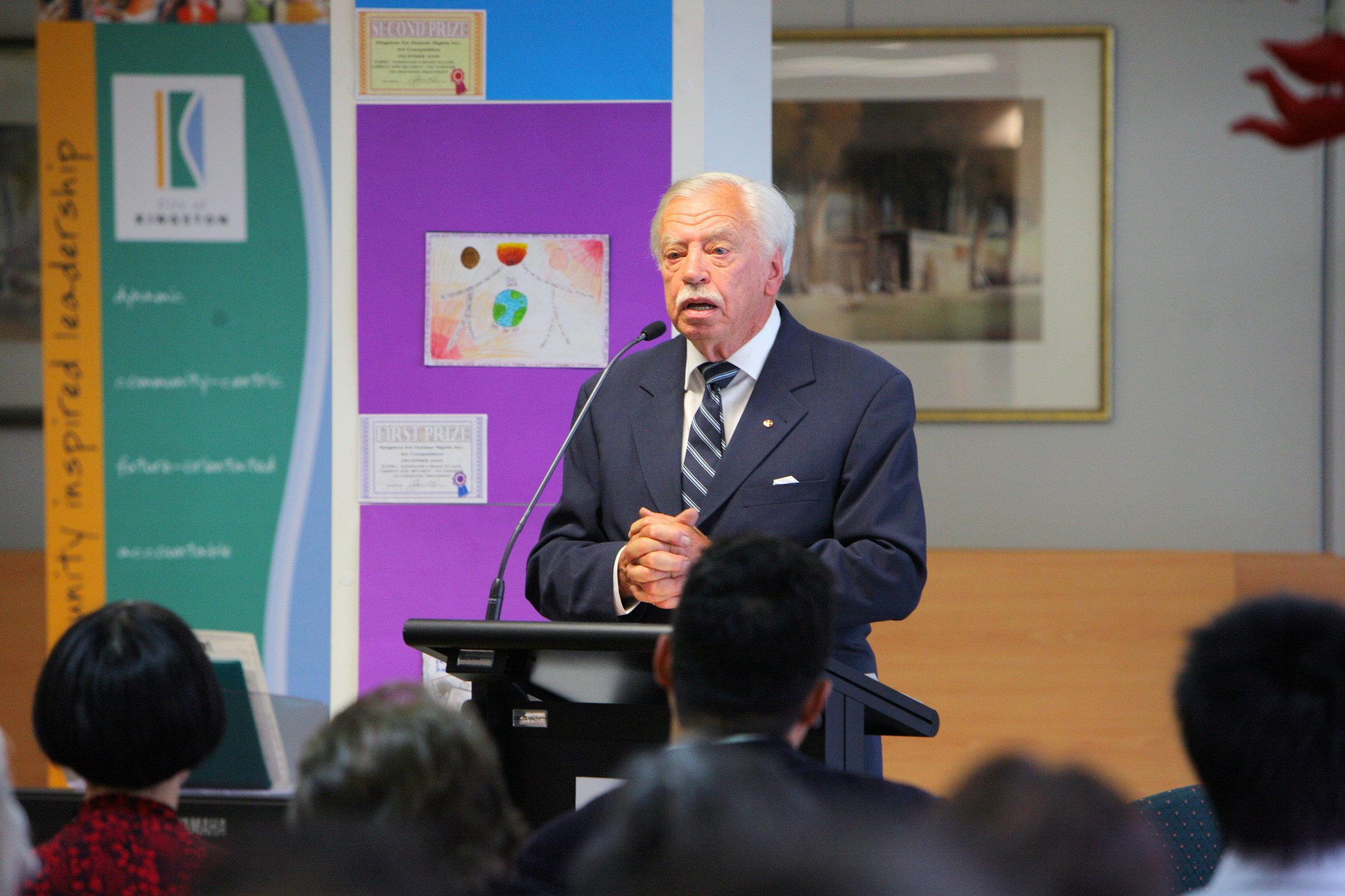 Kingston人權協會主席克頓先生(Denis Cowden)。(攝影:陳明/大紀元)
