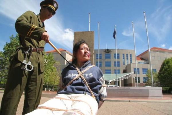 坎培拉外交部前舉行了反酷刑展