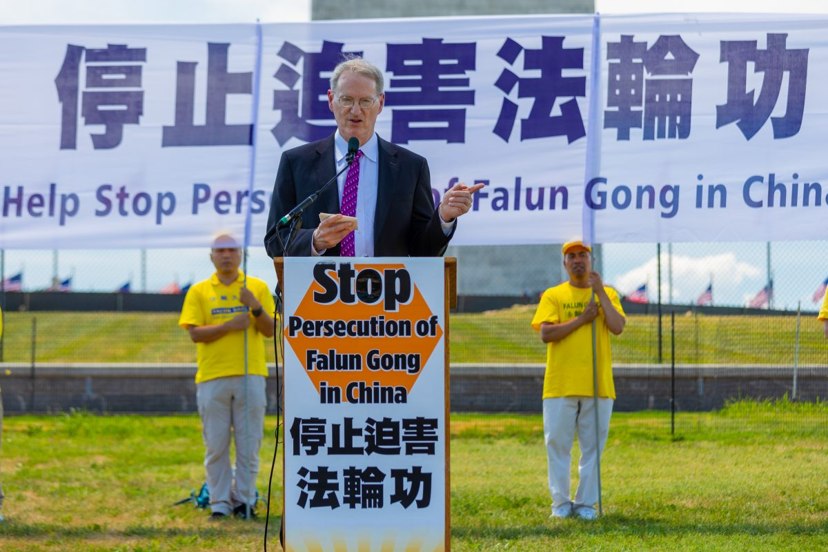 David Cleveland,  senior volunteer attorney for Catholic Charities of Washington , speaks at a rally calling for an end to the persecution of Falun Gong, before the Washington Monument on July 19, 2018. (Mark Zou/Epoch Times)