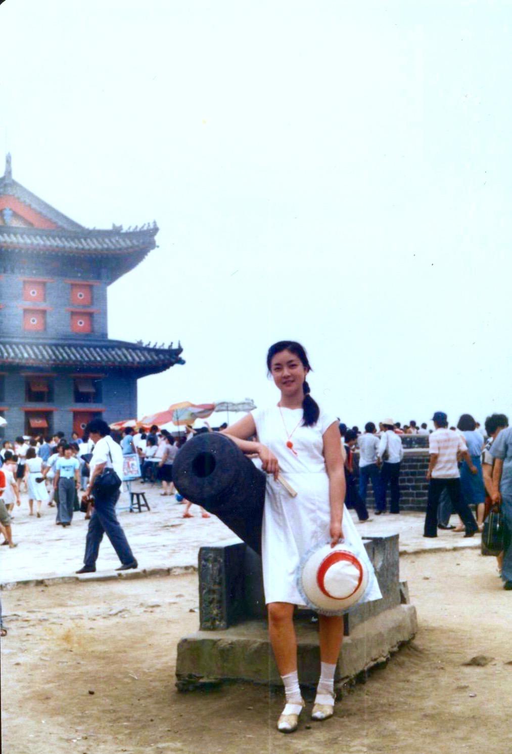 Jennifer Zeng at   ShanhaiPass      Shanhaiguan District , Qinhuangdao , Hebei province, China in 1985. 曾錚1985年攝於山海關。