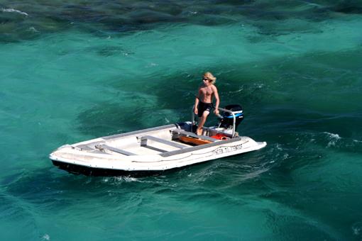 這個水的顏色讓人想起九寨溝那夢一般的「海子」。九寨的夢移到澳洲,變得那麼遼闊而真實了呢!